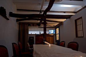 さくら建物2階の古材を生かした応接室A